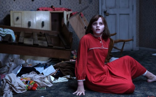 madison-wolfe-in-the-conjuring-2